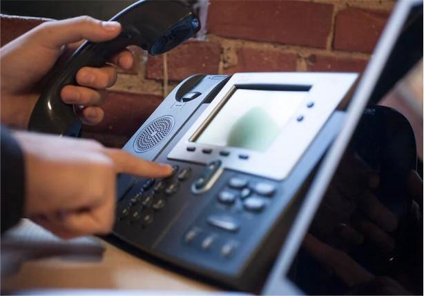تلفن های تحت شبکه در بستر اینترنت کار میکنند
