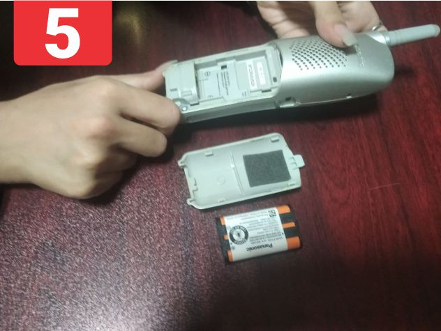 باتریها با موفقیت از محفظه خارج میشوند